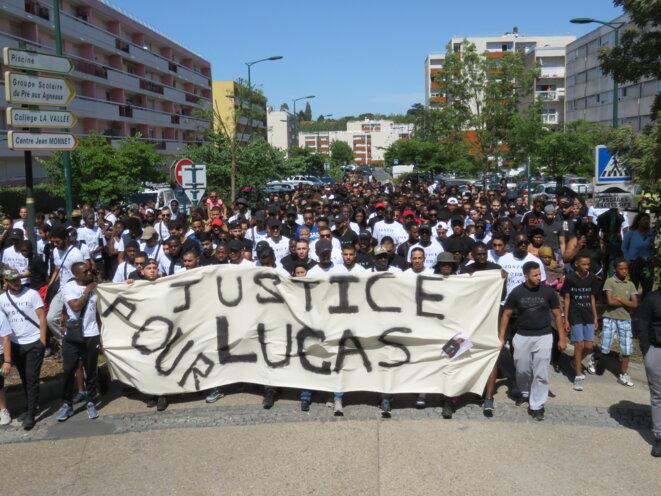 Marche en hommage à Lucas Harel, 22 ans, décédé au quartier disciplinaire de Fleury-Mérogis le 21 juillet 2018. © Florian Loisy