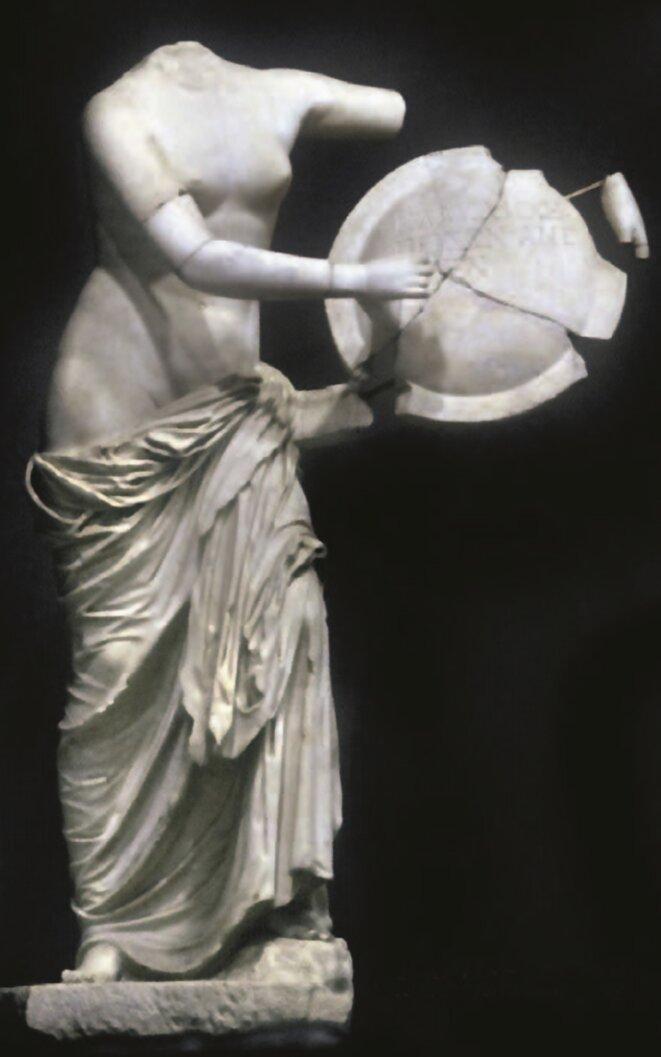 2-Aphrodite au bouclier