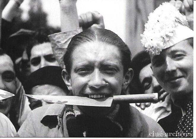 1936-l-homme-au-couteau-entre-les-dent