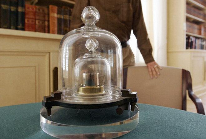 copie-cylindre-dans-bureau-international-poids-mesures-sevres-0-730-405