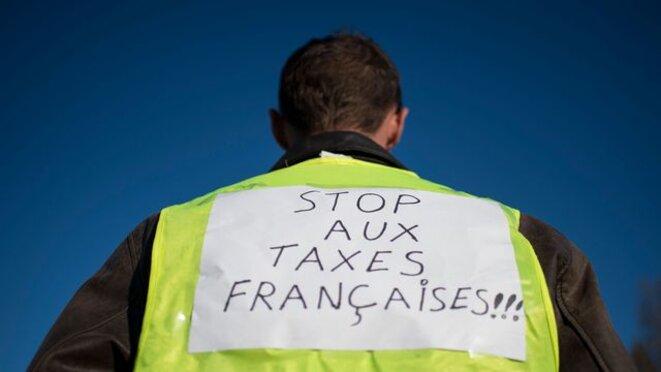 un-manifestant-gilet-jaune-le-18-novembre-2018-a-saint-herblain-pres-de-nantes-6129858
