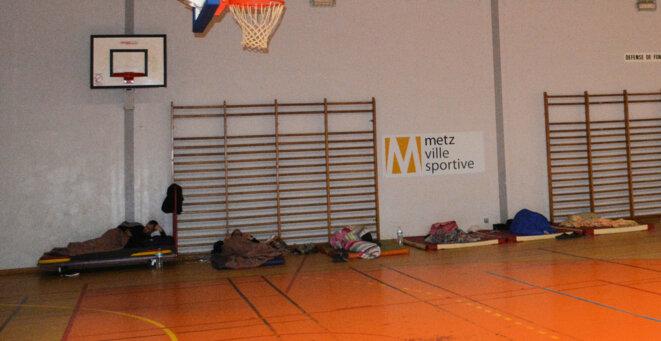 Demandeurs d'asile installés dans le gymnase du Cosec de l'Arsenal à Metz