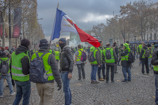 gilets jaunes à Paris © Certains droits réservés (CC BY-NC-ND 2.0) par NightFlightToVenus (https://www.flickr.com/photos/131085807@N07/)