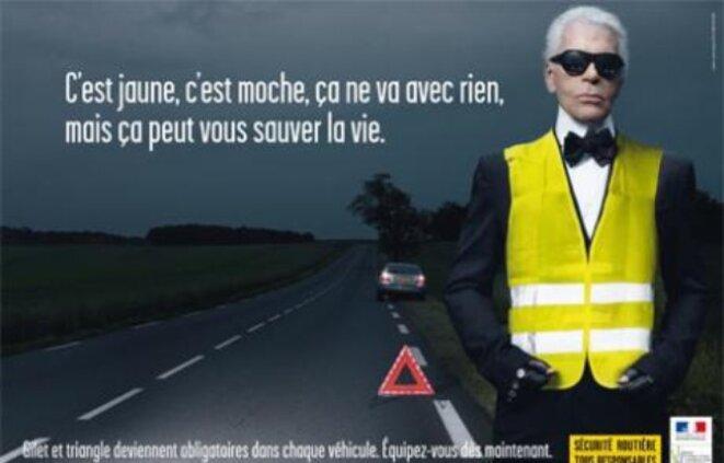 Le styliste Karl Lagerfeld pose pour la campagne de la sécurité routière en 2008 © la sécurité routière