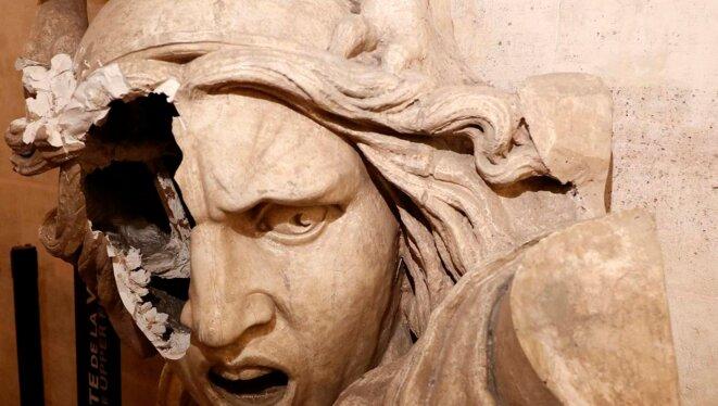 Marianne ressuscitée pour République défigurée