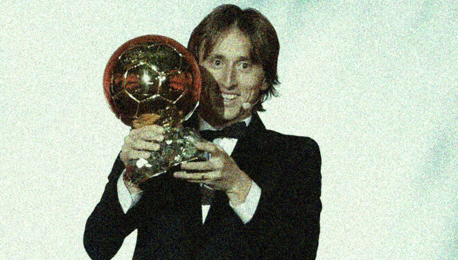 Luka Modrić et son Ballon d'or, le 3 décembre à Paris. © Reuters