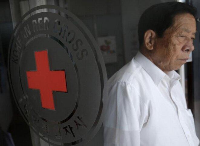 Devant les locaux de la Croix-Rouge à Séoul. © REUTERS/Kim Hong-Ji