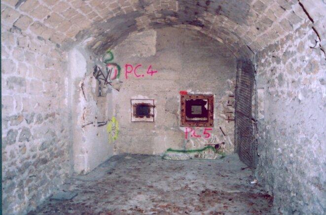 Intérieur du Fort de Vaujours / Casemate TC1 contaminée par l'uranium (CRIIRAD, 2002) © CRIIRAD