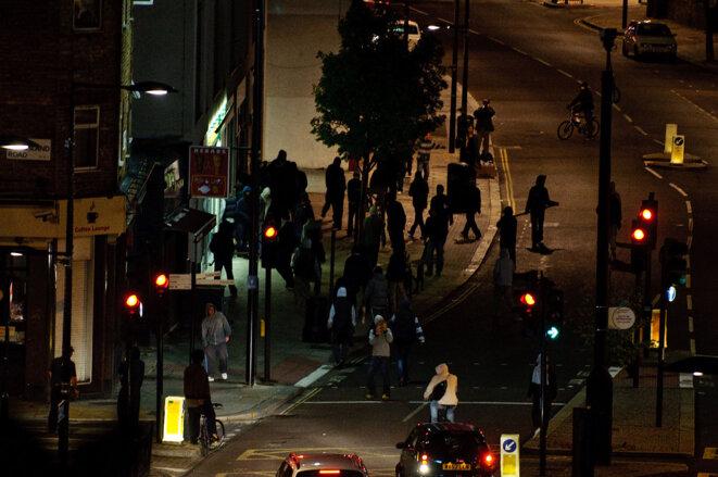 Pillage d'un magasin pendant les émeutes de Londres en 2011.