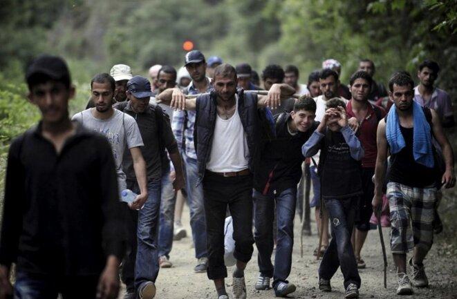 Des exilés syriens à proximité de la frontière grecque en 2015 © Reuters