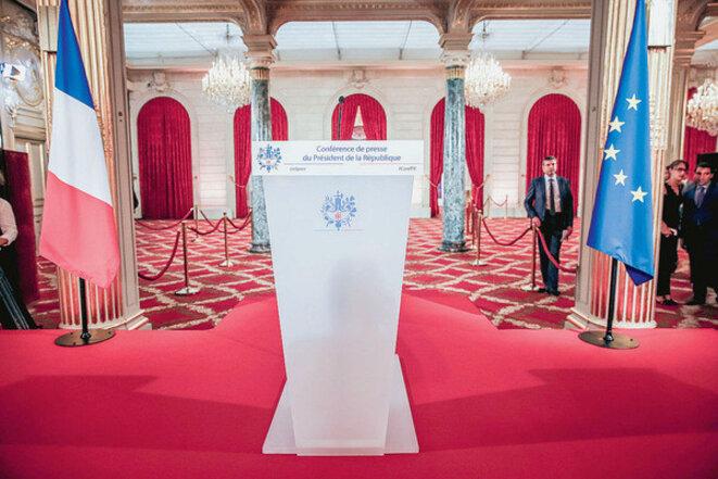 quelques-instants-avant-4e-grande-conference-presse-donnee-president-republique-dans-salle-fetes-elysee-paris-18-septembre-0-1400-400-1