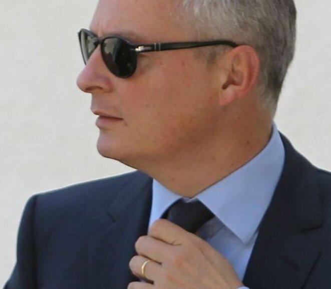 pour-montrer-qu-il-n-est-pas-seul-bruno-le-maire-se-vante-d-avoir-recu-487-sms-de-felicitations-apres-son-lachage-de-francois-fillon-1