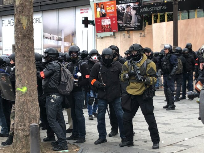 Membres de la BRI présents sur les Champs-Élysées. © DR