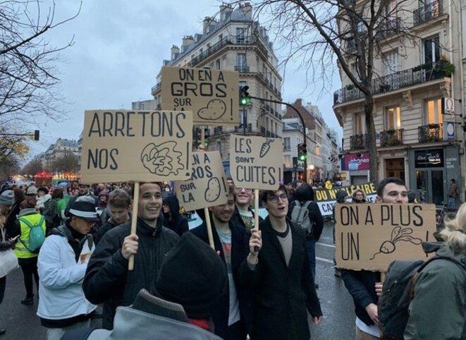 Des militants à la marche pour le climat du 8 décembre. © TG