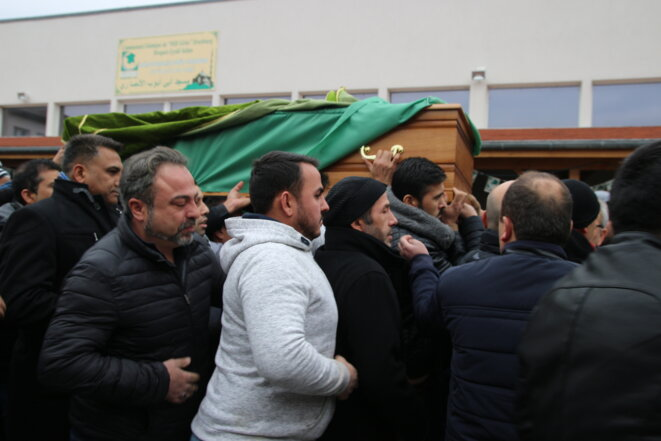 Lors de la cérémonie funéraire de Kamal, l'une des victimes de l'attentat © CG