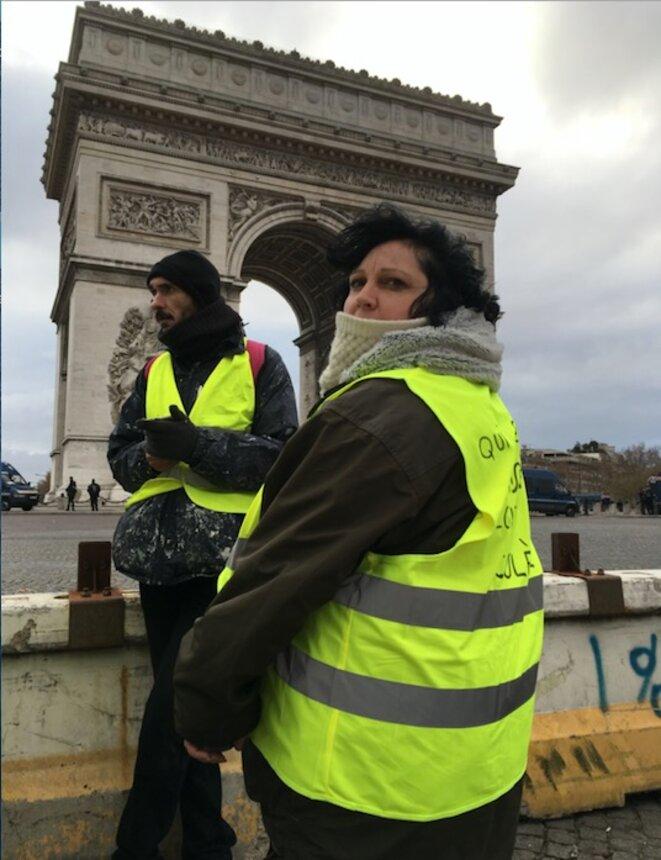 Virginie, aide-soignante, sur les Champs-Élysées le 8 décembre 2018. © MG