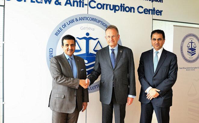 Ali Bin Fetais Al Marri (à gauche) avec le Sous-Secrétaire général des Nations Unies, Michael Møller