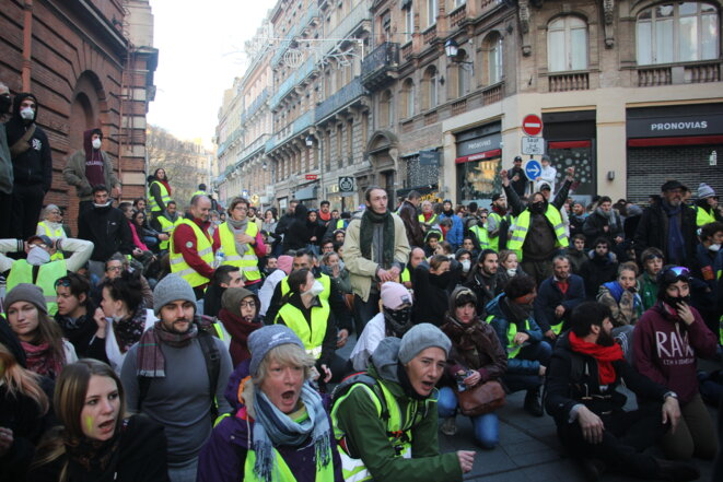 Tous ensembles, remplissons les rues © Maria del Carme Balaguero Oliva