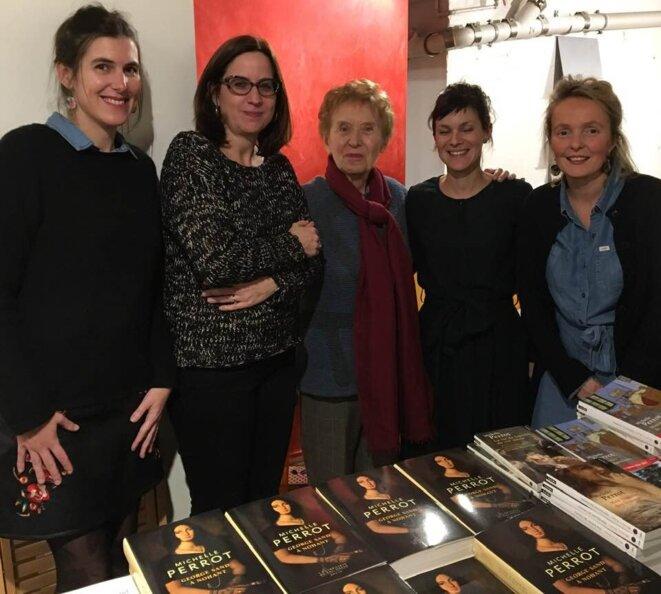 Delphine Lizot, Stéphanie Perrin, Anne Delaplace et Marine Jubin (Les filles du loir), avec Michelle Perrot. Paris, 14 décembre 2018 © DR