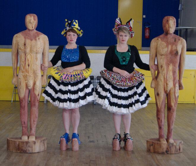 """Aurélie Ferruel & Florentine Guédon, """"Danse avec le cul"""", sculpture performance, © Aurélie Ferruel & Florentine Guédon"""