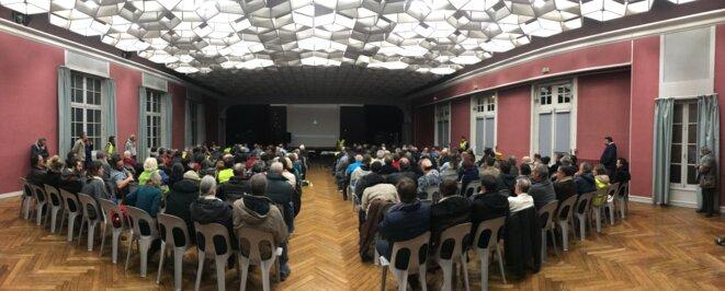 Réunion publique sur le RIC à Auch (Gers) le 19 décembre [Photo panoramique YF]