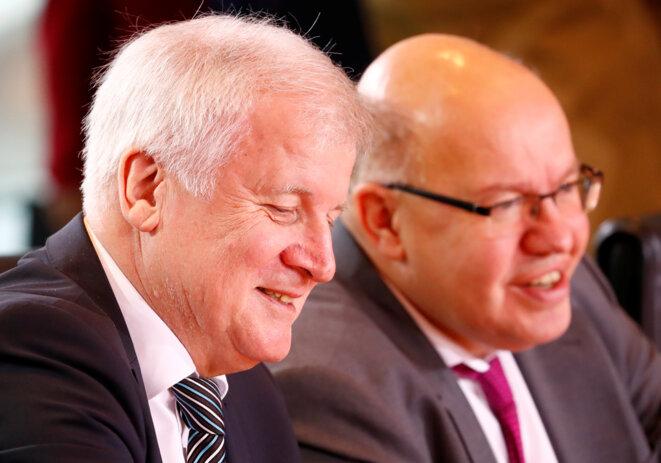 Les ministres de l'intérieur Horst Seehofer (à gauche) et de l'économie Peter Altmaier le 19 décembre 2018 à Berlin © Reuters / Fabrizio Bensch.