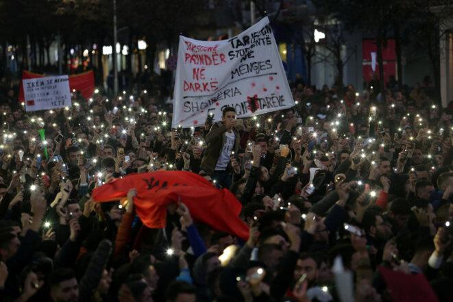 Manifestation étudiante à Tirana, le 11 décembre. © Reuters