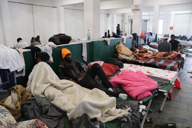 En Bayona, en el centro de Pausa, durante tres días, los inmigrantes disponen de comida, ropa y atención médica. © MM