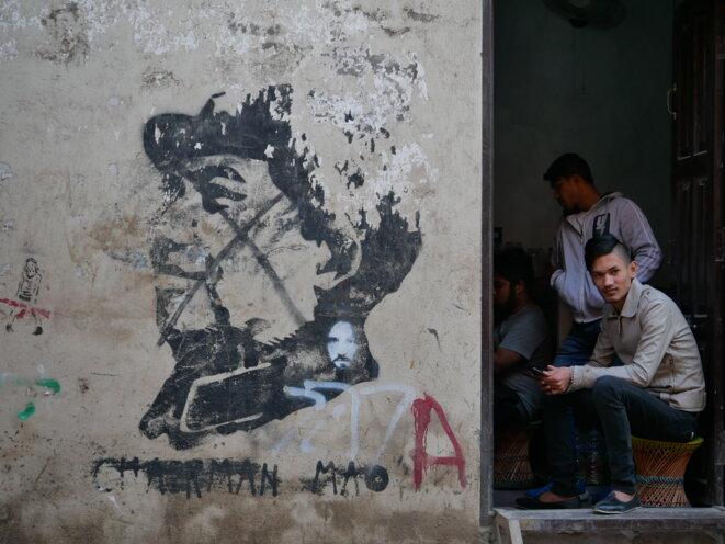 Un graffiti représentant Mao Zedong dans une rue de Katmandou. © LS