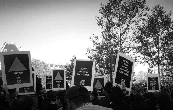 Act Up-Paris au rassemblement contre les LGBTQIphobies, Place de la République, octobre 2018 © Act Up-Paris