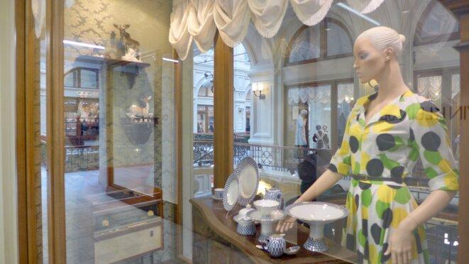 Un temps, une athmosphère, une marque. Là c'est la porcelaine de Imperialskii Farfor de Saint-Petersbourg. © CB