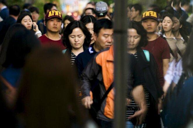 Dans les rues de Séoul en 2015. © Reuters