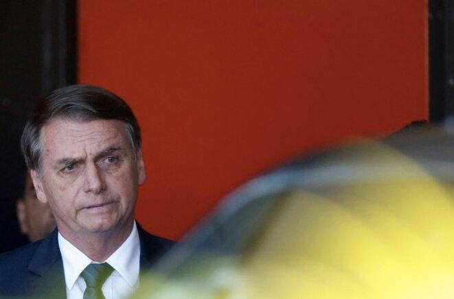Jair Bolsonaro quitte le bâtiment du gouvernement de transition, le 11 décembre. © Reuters