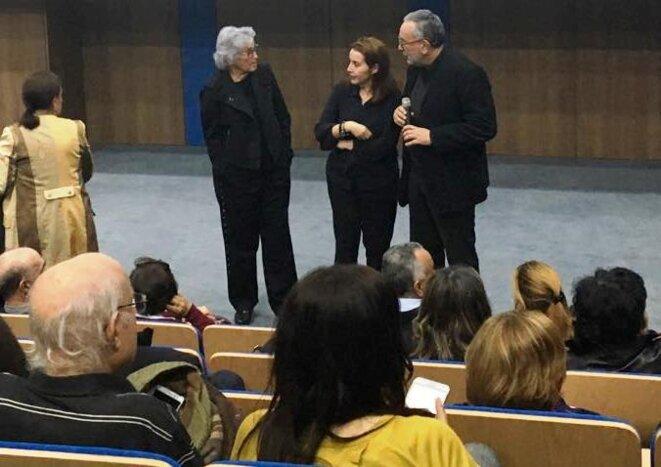 Hejer Charf entourée par Wassyla Tamzali et Hichem Ben Ammar, directeur de la Cinémathèque tunisienne.