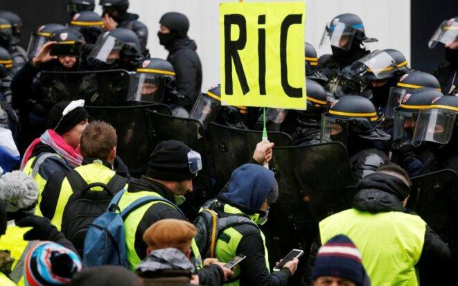 Les Gilets jaunes revendiquent le RIC © @Le Parisien