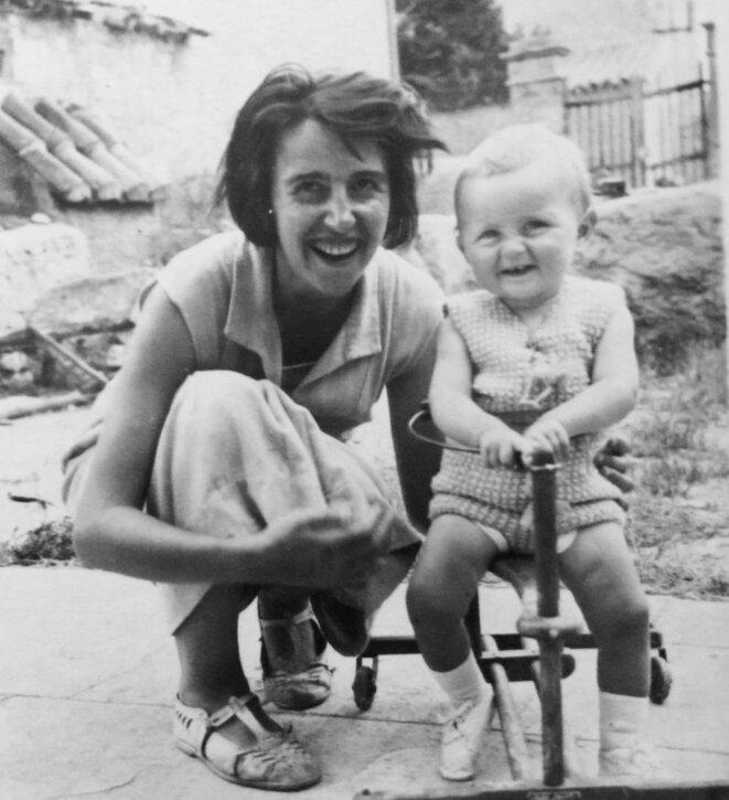 Ma grand-mère Betty avec mon oncle Dédé, dans les années 30.