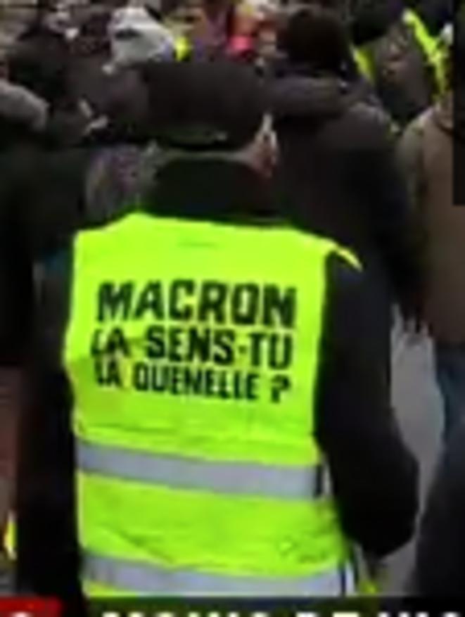 macron-quenelle-gilets-jaunes-12-01-2019-gros-plan