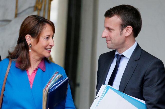 Ségolène Royal, alors ministre de l'écologie, et Emmanuel Macron, alors ministre de l'économie en 2016. © Reuters