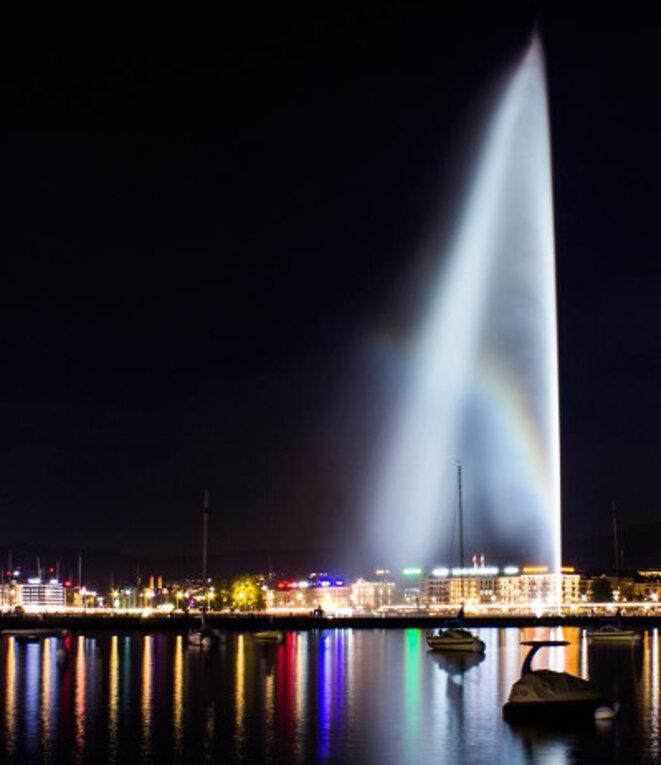 Le jet d'eau, haut de 140 mètres, est l'emblème de la ville de Genève, en Suisse. © www.ludovic-angioloni.ch (2015)