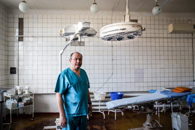 Le chirurgien Konstantyn Zougan. © Sadak Souici / Agence Le Pictorium