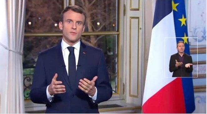 Le Président prononçant son discours des voeux, le 31 décembre.