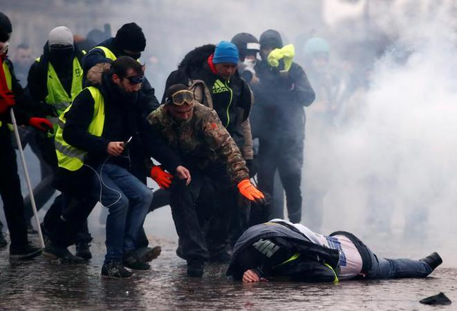 A 'yellow vest' protestor lies injured in Paris, January 12th 2019. © Reuters