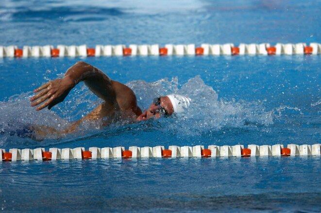 swimmer-563860-1280