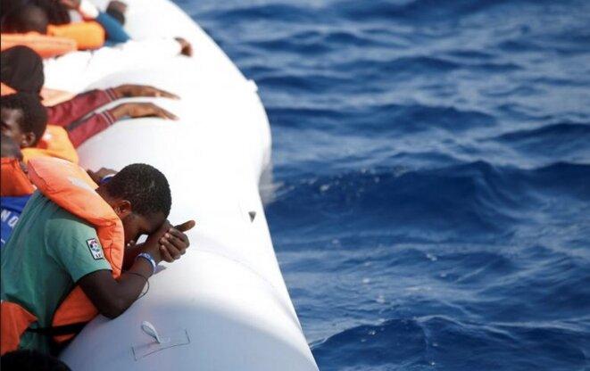 Des migrants lors d'une opération de sauvetage en Méditerranée, en 2016 © Reuters / photo d'archives