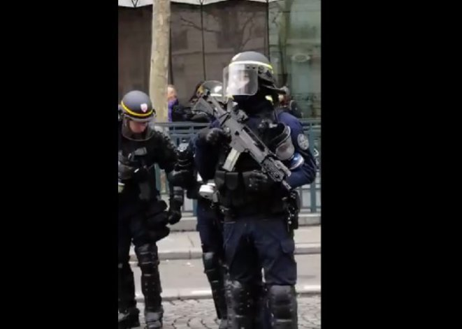 CRS riot police with HKG36 assault rifles in central Paris on January 12th. © DR