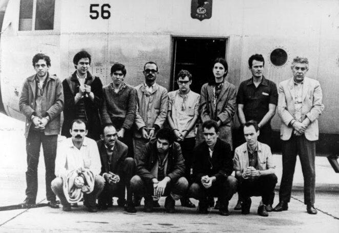 Les prisonniers échangés contre l'ambassadeur américain au Brésil en 1969. © Photo prise par des militaires en 1969