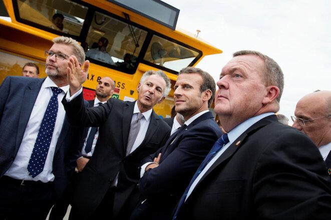 François Zimeray (main tendue, au centre), accompagnant Emmanuel Macron lors de la visite de ce dernier au Danemark en août 2018. C'est après cette rencontre que le président aurait décidé d'appuyer la nomination de l'ambassadeur au HCDH. © Reuters