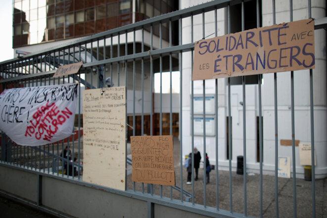 En décembre 2018, l'université Paris-1 a été bloquée en signe de soutien avec les étudiants étrangers.