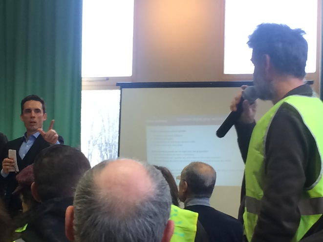 Le député LREM Jean-Baptiste Djebbari lors d'un débat à Aixe-sur-Vienne, le 26 janvier 2019. © MJ