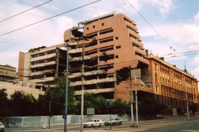 Quartier général de l'armée yougoslave endommagé durant les bombardements de l'OTAN.